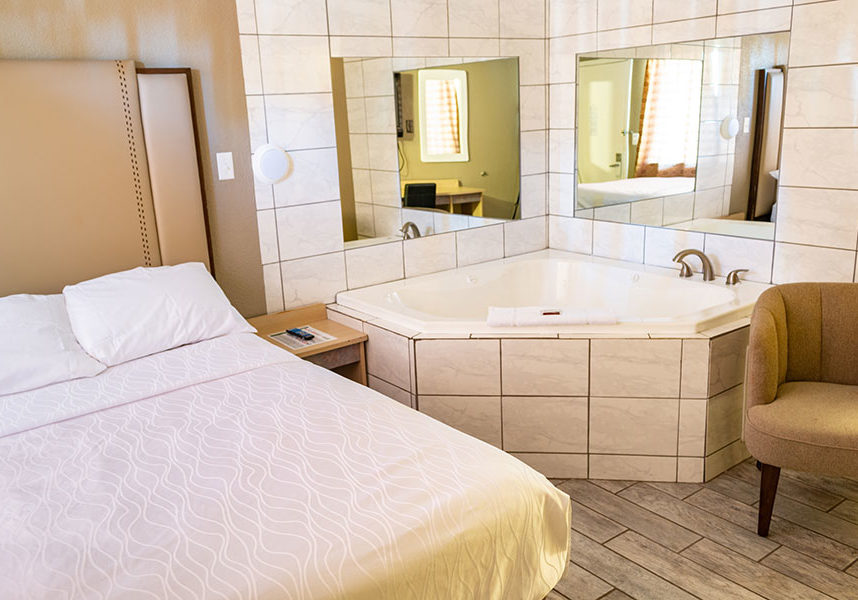 whirlpool tub suite with one guest bed